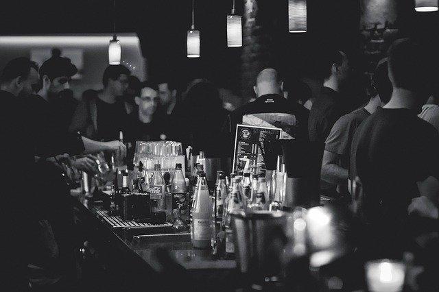 Waarom is werken achter de bar zo gezellig en leuk?